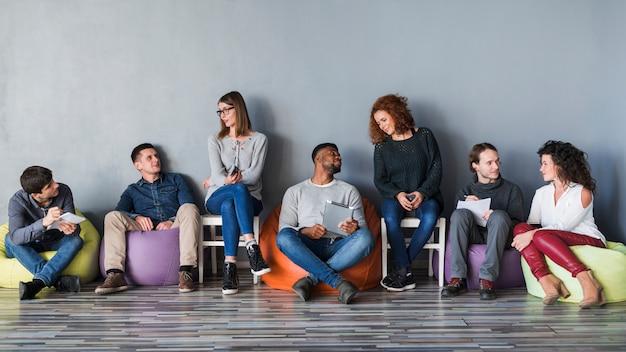 Concetto di comunità con un gruppo di persone Foto Gratuite