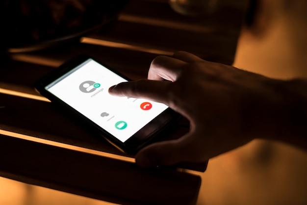 Concetto di contatto chiamata smartphone Foto Premium