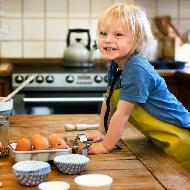 Concetto di cottura della classe di cottura del bambino Foto Premium