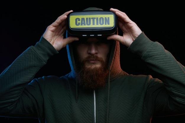 Concetto di cyber lunedì. uomo con gli occhiali vr Foto Premium