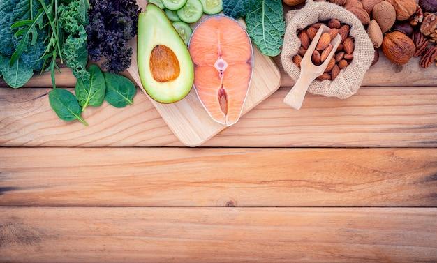 Concetto di dieta chetogenica a basso contenuto di carboidrati. Foto Premium