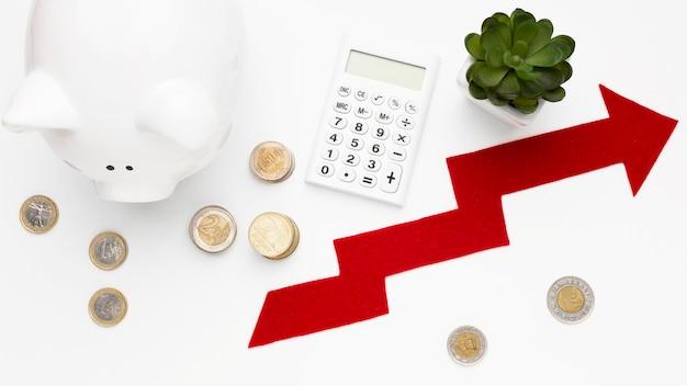 Concetto di economia con vista dall'alto salvadanaio Foto Gratuite
