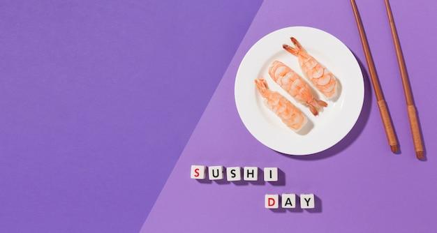 Concetto di giorno di sushi vista dall'alto con spazio di copia Foto Gratuite