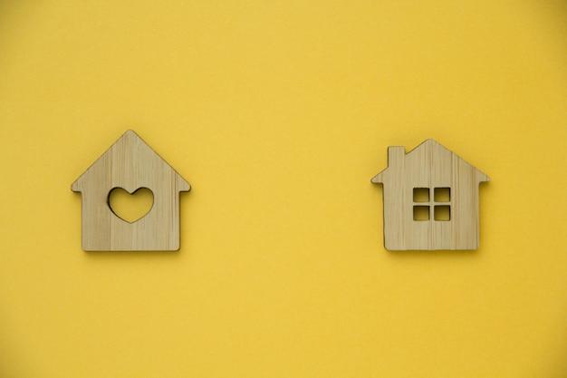 Concetto di investimento immobiliare. casa in miniatura Foto Premium