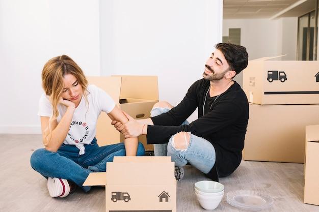 Concetto di movimento con coppia annoiata Foto Gratuite