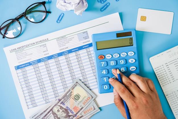 Concetto di pianificazione finanziaria personale. Foto Premium