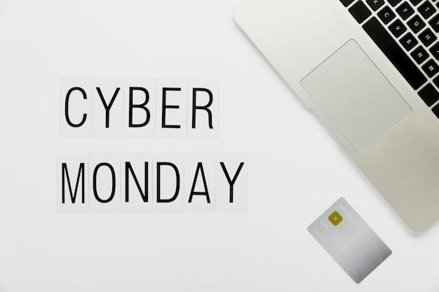 Concetto di scrivania cyber lunedì con carta Foto Gratuite