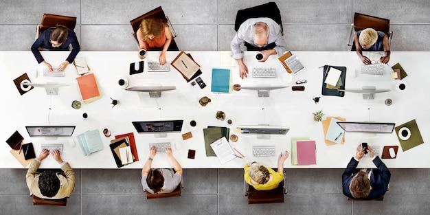 Concetto di tecnologia digitale del collegamento di riunione della squadra di affari Foto Premium