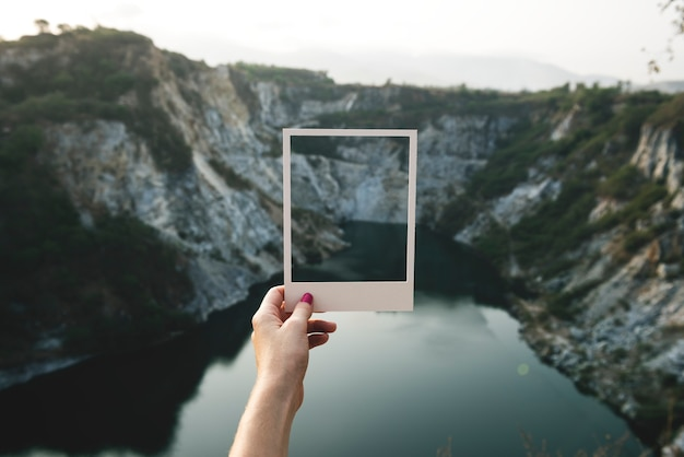 Concetto di viaggio del viaggiatore della giovane donna Foto Gratuite