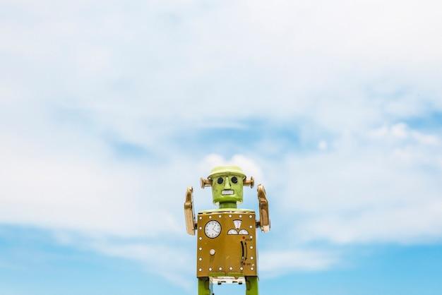 Concetto disegnato del cielo di cloudscape di immaginazione del giocattolo del robot retro Foto Gratuite