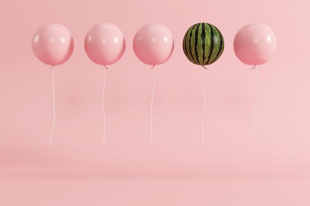 Concetto eccezionale dell'anguria del pallone sul fondo di rosa pastello Foto Premium