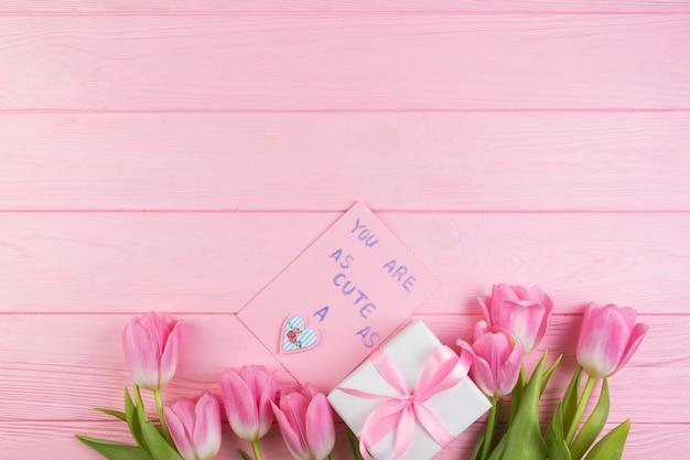 Concetto floreale di giorno di madri con spazio sulla cima Foto Gratuite