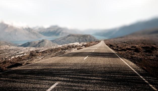 Concetto rurale della destinazione di viaggio della strada di contry del paesaggio Foto Gratuite