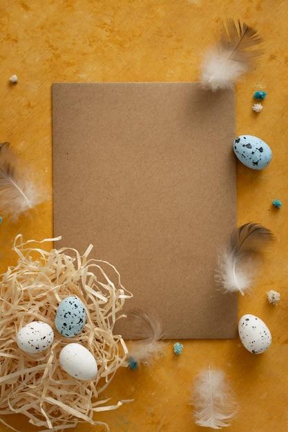Concetto tradizionale delle uova di pasqua di vista superiore Foto Gratuite