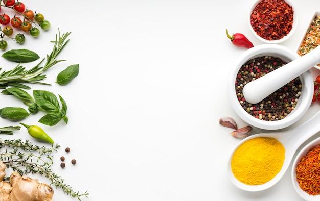Condimenti aromatizzati assortimento di condimento Foto Gratuite