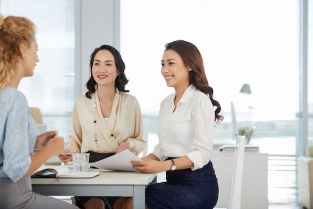 Condividere idee di business Foto Gratuite