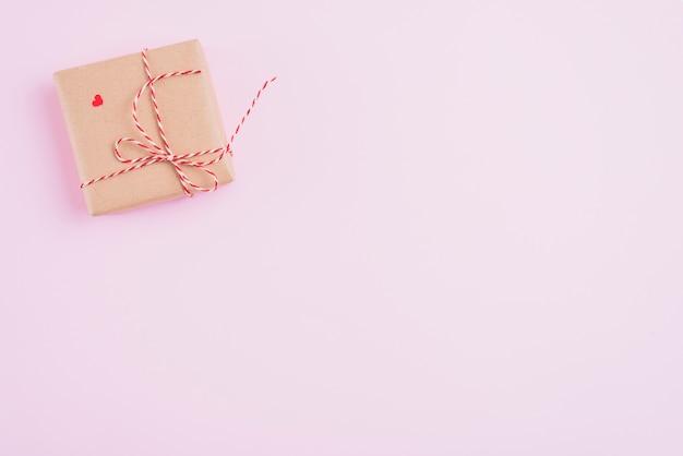 Confezione regalo con corda e cuore Foto Gratuite