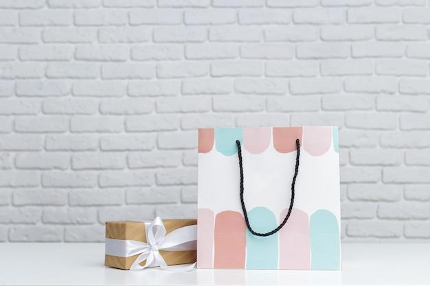 Confezione regalo in sacchetto di carta Foto Premium