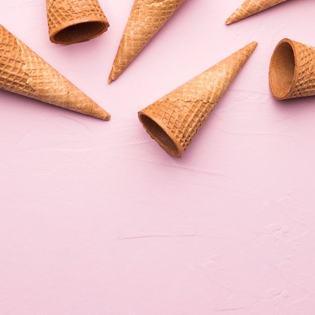 Coni gelato vuoto Foto Gratuite