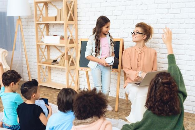 Conoscenza dei bambini ad alta tecnologia. Foto Premium