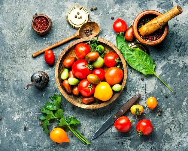 Conservazione di pomodori autunnali Foto Premium