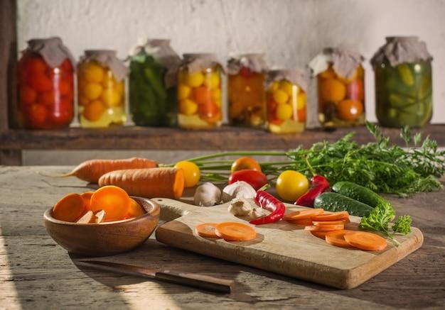 Conserve vegetali freschi in barattoli Foto Premium