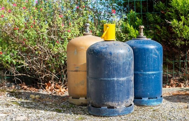 Consumatori di bombole di gas di cottura a gpl, all'aperto Foto Premium