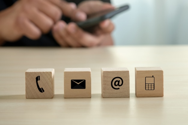 Contattaci (assistenza clienti hotline persone connect) chiamare l'assistenza clienti Foto Premium