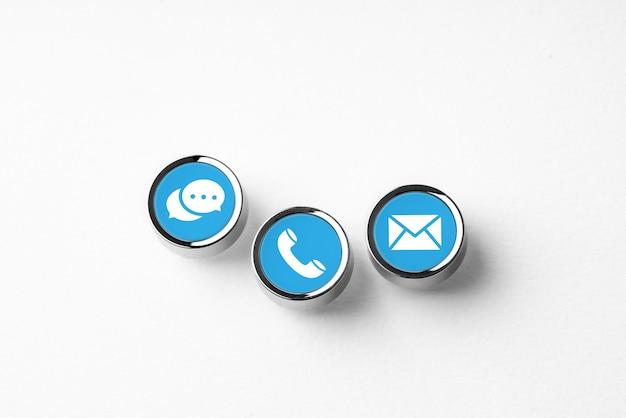 Contattaci icona di affari sulla tastiera del computer in stile retrò Foto Premium