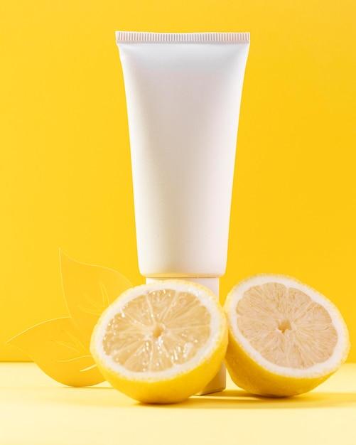 Contenitore di crema con limoni Foto Gratuite