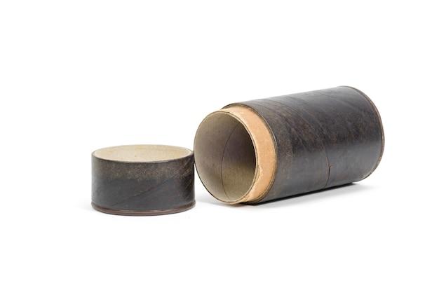 Contenitore di tubo di carta marrone isolato su sfondo bianco Foto Premium