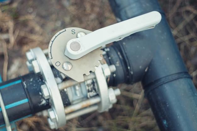 Controllo dell'acqua valvola a farfalla utilizzato nei lavori industriali. Foto Premium