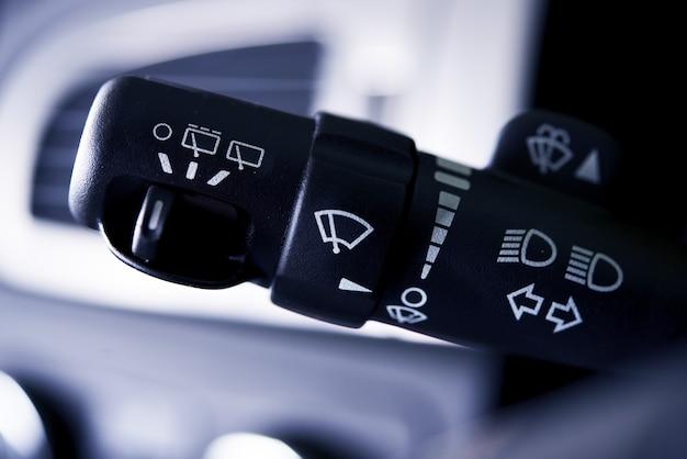 Controllo della pulizia dell'automobile Foto Gratuite