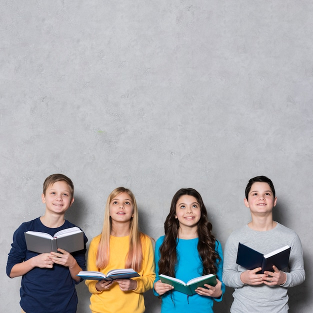 Copia spazio bambini con libri Foto Gratuite