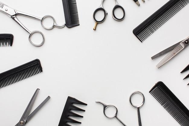 Copia spazio circondato da strumenti per capelli Foto Gratuite