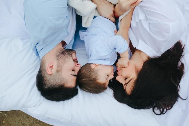 Coppia, dormire, figlio Foto Gratuite