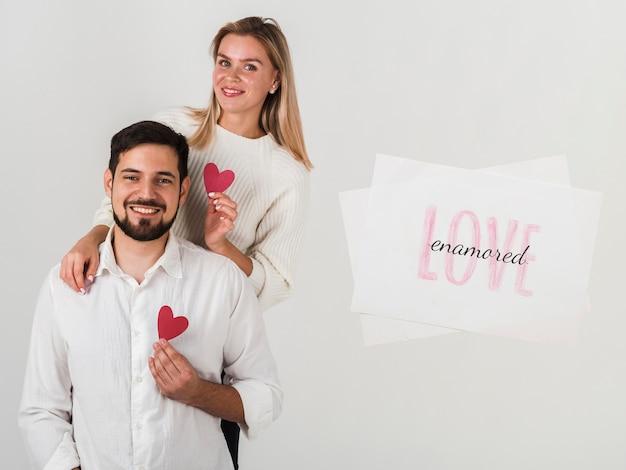 Coppia festeggia il giorno di san valentino Foto Gratuite
