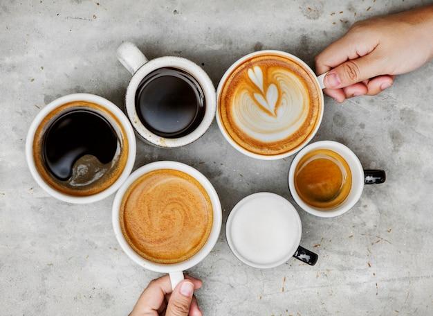 Coppia godendo il caffè nel fine settimana Foto Gratuite