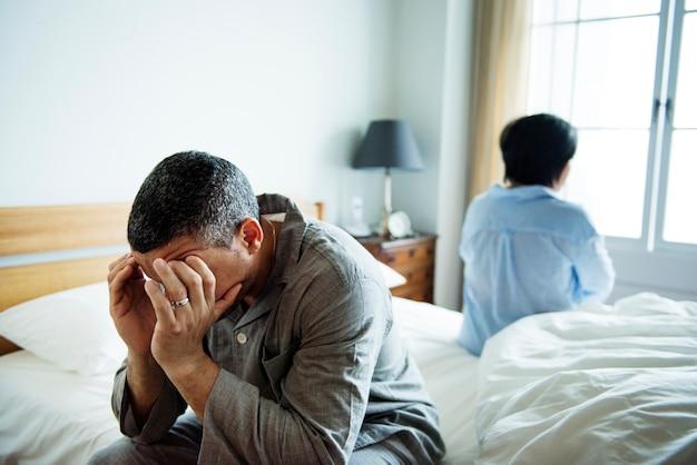 Coppia sposata infelice che non parla l'un l'altro Foto Premium