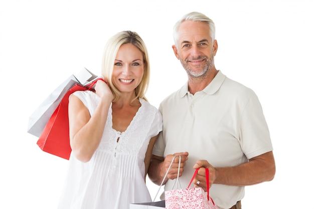 Coppie felici che tengono i sacchetti della spesa Foto Premium