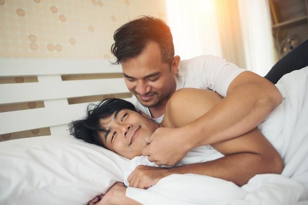 Gay A Letto.Coppie Gay Tempo Di Amore Sul Letto Scaricare Foto Gratis