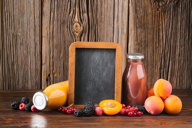 Copyspace di frullati di frutta fresca Foto Gratuite