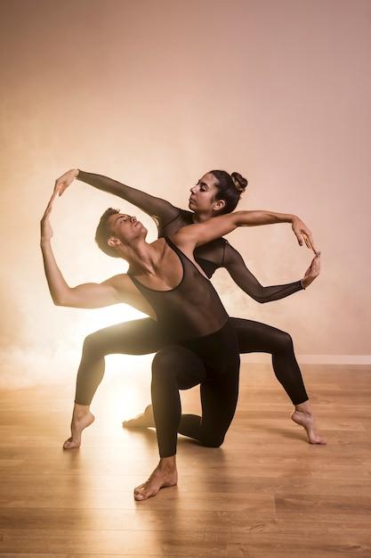 Coreografia di balletto di vista frontale Foto Gratuite