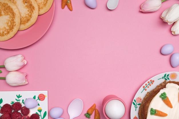 Cornice circolare vista dall'alto con delizioso cibo di pasqua Foto Gratuite