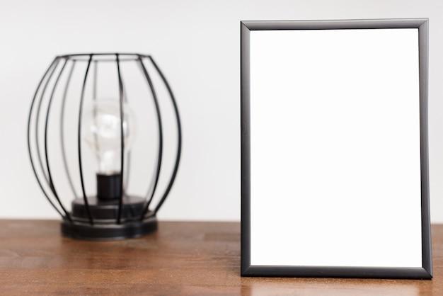 Cornice del primo piano con luce moderna Foto Gratuite