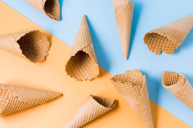 Cornice di coni gelato Foto Gratuite