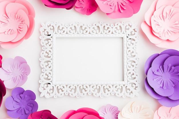 Cornice di fiori di carta Foto Gratuite