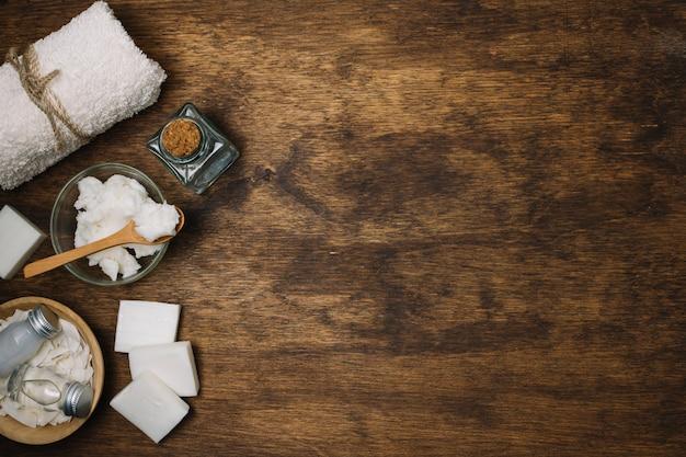 Cornice di prodotti a base di olio di cocco Foto Gratuite