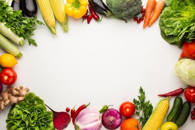 Cornice di verdure colorate con spazio di copia Foto Gratuite