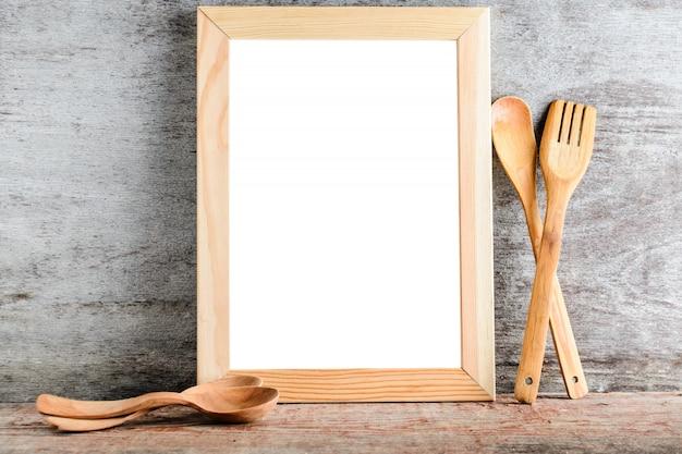 Cornice in legno vuota e accessori da cucina Foto Premium